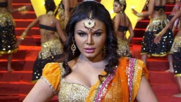Rajinikant said Rakhi sawant is queen of Bollywood