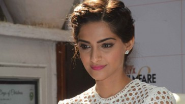 Sonam Kapoor to star in Sanjay Dutt's biopic