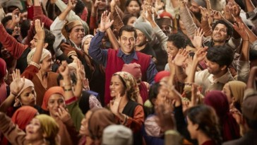 Film Tubelight has collected 64.77 Crore in Three days
