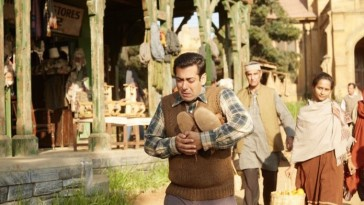 Film Tubelight has collected 21.15 Crore on day one