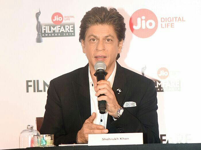 I have not signed Rakesh Sharma's Biopic says Shahrukh Khan