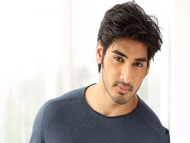 Ahan shetty to star in hindi remake of Telugu film RX100
